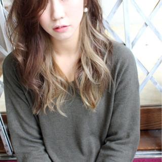 外国人風 アッシュ インナーカラー 大人かわいい ヘアスタイルや髪型の写真・画像 ヘアスタイルや髪型の写真・画像