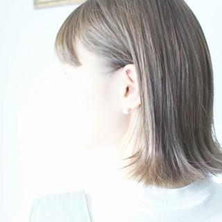 切りっぱなし ミディアム グレージュ ナチュラル ヘアスタイルや髪型の写真・画像