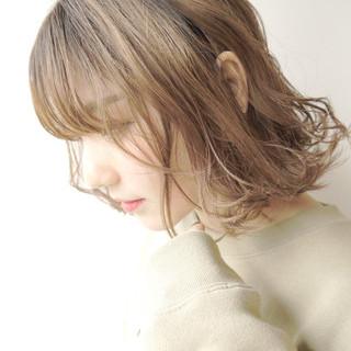 ミルクベージュ ハイライト ハイトーン フェミニン ヘアスタイルや髪型の写真・画像 ヘアスタイルや髪型の写真・画像