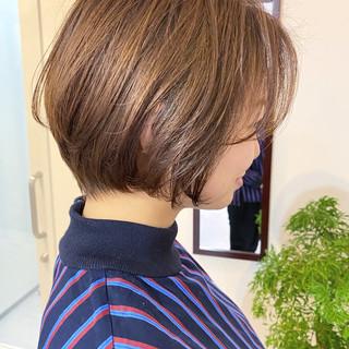ショートヘア ナチュラル ゆるふわ オフィス ヘアスタイルや髪型の写真・画像