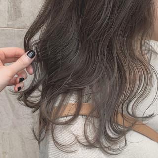 ミントアッシュ アッシュ ナチュラル アンニュイほつれヘア ヘアスタイルや髪型の写真・画像