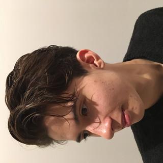 ショート くせ毛 ナチュラル メンズマッシュ ヘアスタイルや髪型の写真・画像