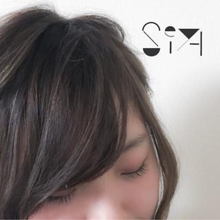 前髪あり オン眉 斜め前髪 ナチュラル ヘアスタイルや髪型の写真・画像