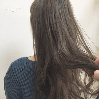 ロング ハイトーン アッシュ 透明感 ヘアスタイルや髪型の写真・画像 ヘアスタイルや髪型の写真・画像