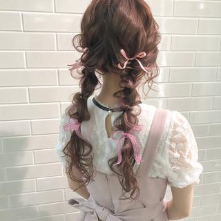 ヘアアレンジ ロング 編みおろしツイン ガーリー ヘアスタイルや髪型の写真・画像