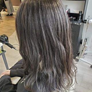 セミロング 透明感カラー グレージュ ダークカラー ヘアスタイルや髪型の写真・画像