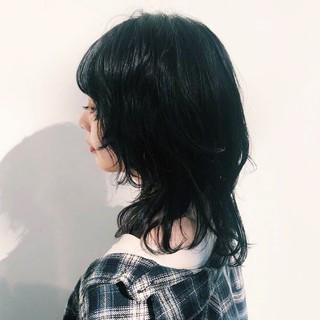 ミディアム ウルフカット レイヤーカット マッシュウルフ ヘアスタイルや髪型の写真・画像