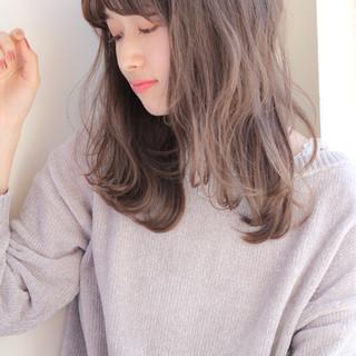 フェミニン セミロング 前髪あり 愛され ヘアスタイルや髪型の写真・画像