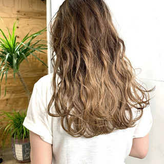 バレイヤージュ アッシュベージュ ストリート ハイトーンカラー ヘアスタイルや髪型の写真・画像