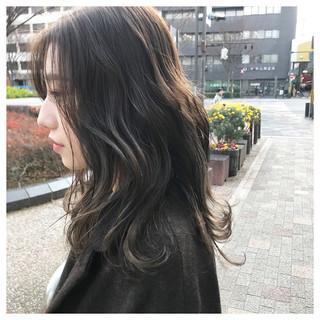 ラベンダーグレー 透明感カラー ラベンダーアッシュ セミロング ヘアスタイルや髪型の写真・画像