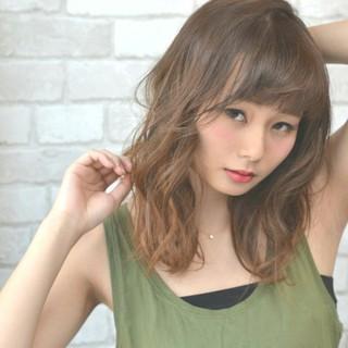 フェミニン 小顔 ガーリー ミディアム ヘアスタイルや髪型の写真・画像 ヘアスタイルや髪型の写真・画像