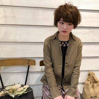 ショート ベージュ 外国人風 ナチュラル ヘアスタイルや髪型の写真・画像