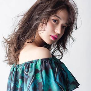 大人女子 ウェーブ モード ロング ヘアスタイルや髪型の写真・画像