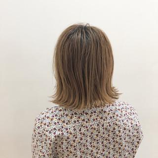 ショートボブ ボブ グレージュ 外ハネ ヘアスタイルや髪型の写真・画像
