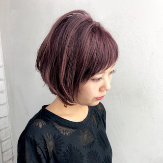 ベリーピンク 色気 斜め前髪 ボブ ヘアスタイルや髪型の写真・画像