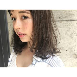 ピュア アッシュ パーマ ミディアム ヘアスタイルや髪型の写真・画像