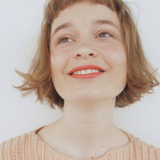 オレンジベージュ ボブ 切りっぱなし オレンジ ヘアスタイルや髪型の写真・画像