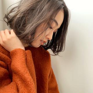 セミウェット ウェットヘア ミディアム 大人可愛い ヘアスタイルや髪型の写真・画像
