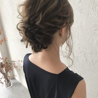 セミロング ナチュラル 結婚式 ゆるふわ ヘアスタイルや髪型の写真・画像