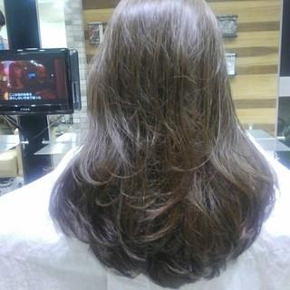 ロング グレージュ ナチュラル 前髪あり ヘアスタイルや髪型の写真・画像
