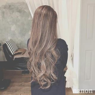 グレージュ フェミニン グラデーションカラー エレガント ヘアスタイルや髪型の写真・画像