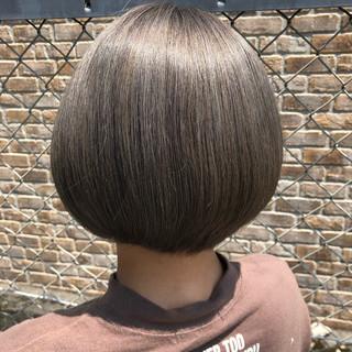 切りっぱなしボブ グレージュ ナチュラル ミニボブ ヘアスタイルや髪型の写真・画像