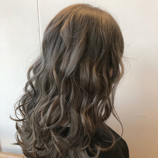 フェミニン ラベンダーグレージュ ヌーディベージュ シアーベージュ ヘアスタイルや髪型の写真・画像