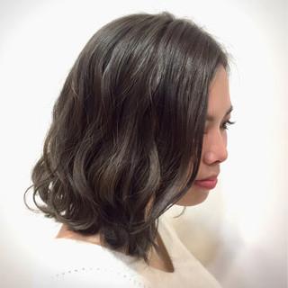 ロブ アッシュグレー 透明感 外ハネ ヘアスタイルや髪型の写真・画像