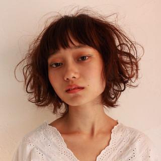 ウルフカット パーマ ナチュラル ウェーブ ヘアスタイルや髪型の写真・画像
