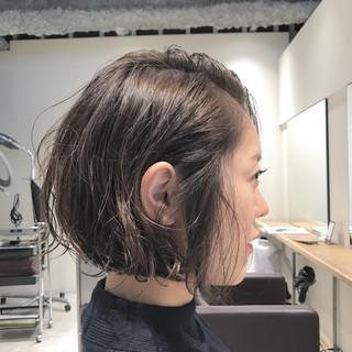 暗髪 ウェットヘア 外国人風 パーマ ヘアスタイルや髪型の写真・画像