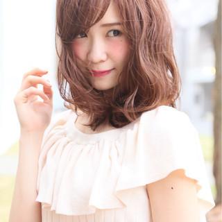 シースルーバング フェミニン ハイライト ミルクティー ヘアスタイルや髪型の写真・画像