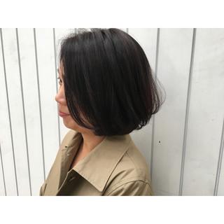 ナチュラル フェミニン アッシュ ショート ヘアスタイルや髪型の写真・画像