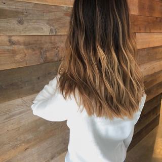 サーフスタイル グラデーションカラー ストリート ロング ヘアスタイルや髪型の写真・画像