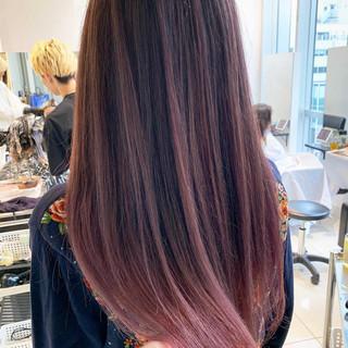 バレイヤージュ ピンク ロング ベリーピンク ヘアスタイルや髪型の写真・画像