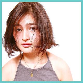 くせ毛風 伸ばしかけ 外国人風 ミディアム ヘアスタイルや髪型の写真・画像