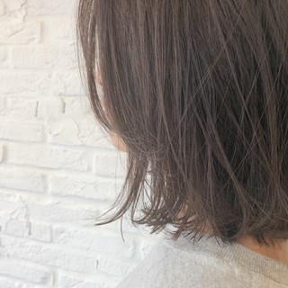 ブリーチなし ミディアム ゆるふわ 透明感 ヘアスタイルや髪型の写真・画像
