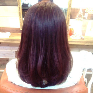 セミロング レッド ナチュラル ピンク ヘアスタイルや髪型の写真・画像
