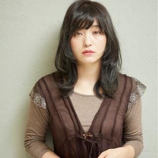秋 マッシュ レイヤーカット リラックス ヘアスタイルや髪型の写真・画像
