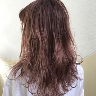 ストリート ピンク セミロング ダブルカラー ヘアスタイルや髪型の写真・画像