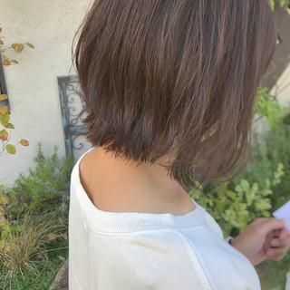 外ハネボブ 毛先パーマ ボブ アッシュ ヘアスタイルや髪型の写真・画像