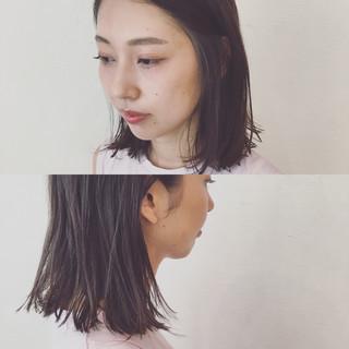 ミディアム ウェットヘア アッシュ 抜け感 ヘアスタイルや髪型の写真・画像