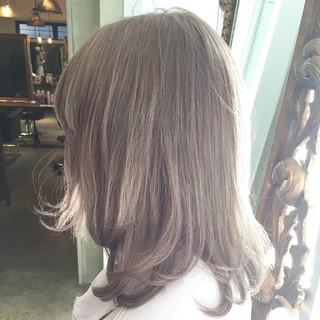 ハイトーン フェミニン 簡単ヘアアレンジ セミロング ヘアスタイルや髪型の写真・画像