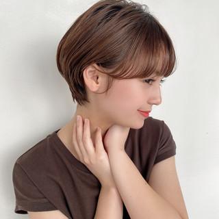ショートカット マッシュショート グレージュ ナチュラル ヘアスタイルや髪型の写真・画像