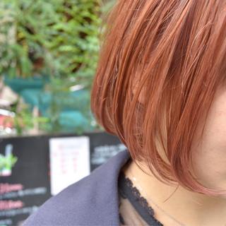 グラデーションカラー ピンク 切りっぱなし ストリート ヘアスタイルや髪型の写真・画像