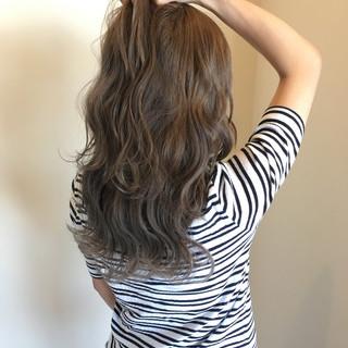 セミロング 波ウェーブ 透明感 フェミニン ヘアスタイルや髪型の写真・画像