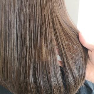 透明感 ミルクティー フェミニン イルミナカラー ヘアスタイルや髪型の写真・画像