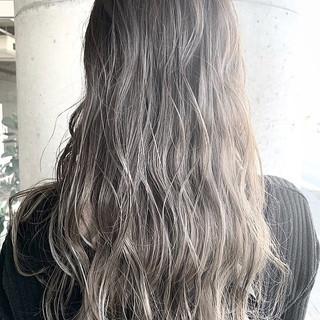 グラデーションカラー ハイトーン グレージュ ナチュラル ヘアスタイルや髪型の写真・画像