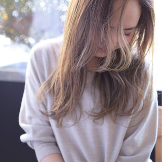 イルミナカラー くせ毛風 ストリート グレージュ ヘアスタイルや髪型の写真・画像