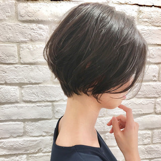 ショート ウェーブ アンニュイ ナチュラル ヘアスタイルや髪型の写真・画像