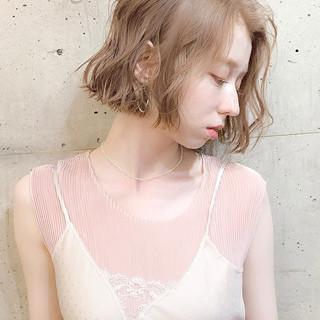 ボブ 透明感カラー グレージュ フェミニン ヘアスタイルや髪型の写真・画像